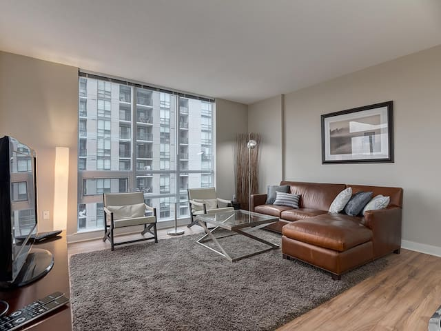 Centrally Located Executive Two Bed/Two Bath Condo - Calgary - Appartement en résidence