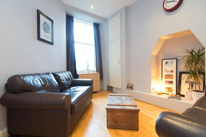 Beautiful 2 Bed Apartment Rose St