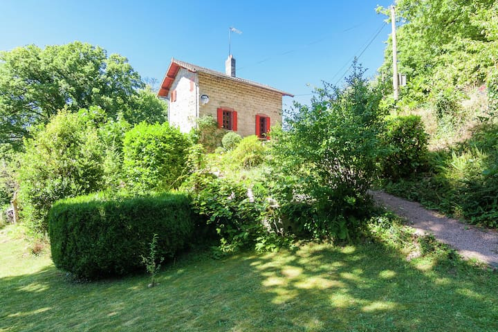 Authentic railway cottage in magnificent location with spacious garden