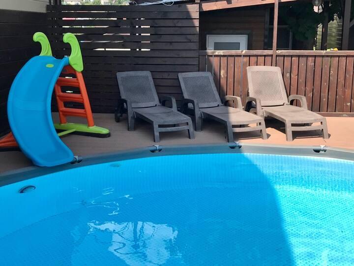 Олимп Домик с сауной у бассейна