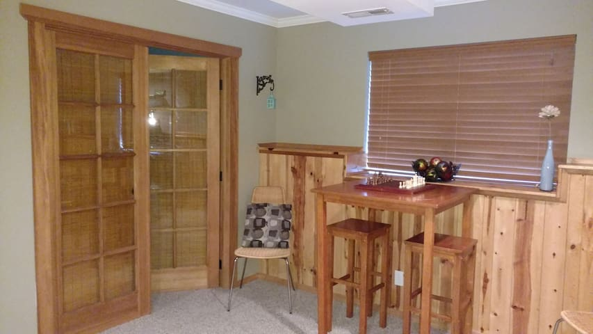 Private midtown basement, a bike-ride to downtown! - Coeur d'Alene - Hus