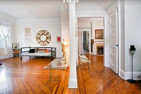 Space & Comfort in Victorian Brooklyn home - Бруклин