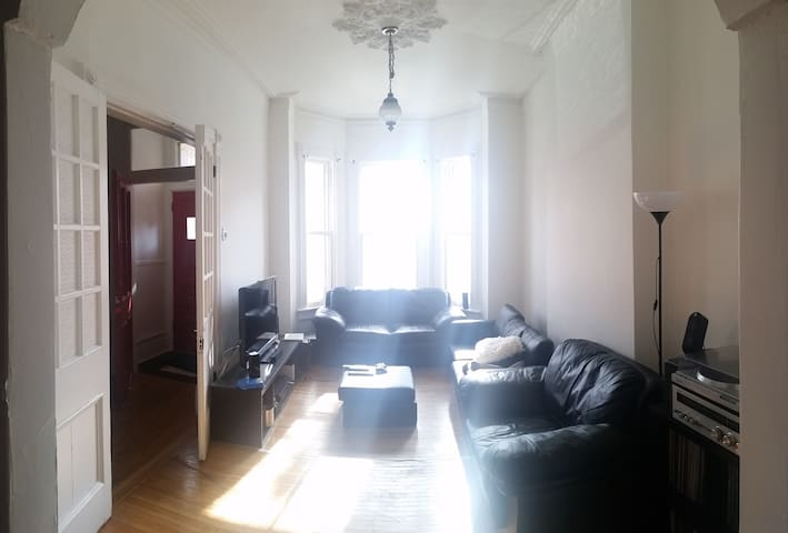 Little Italy - Bright and huge room - Toronto - Dom