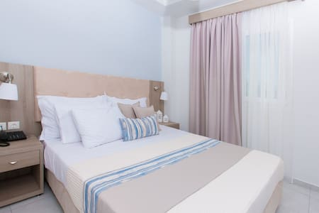 12 Olympian Gods Hotel - Platamon