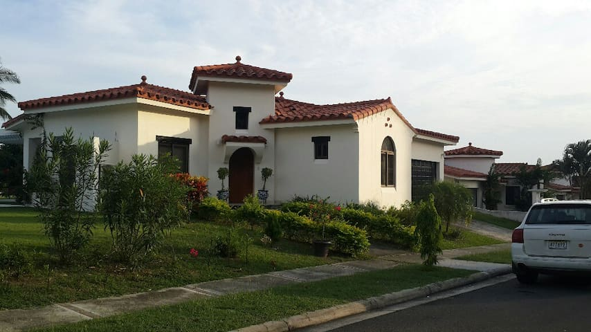 Casa de Playa Aqua 141.