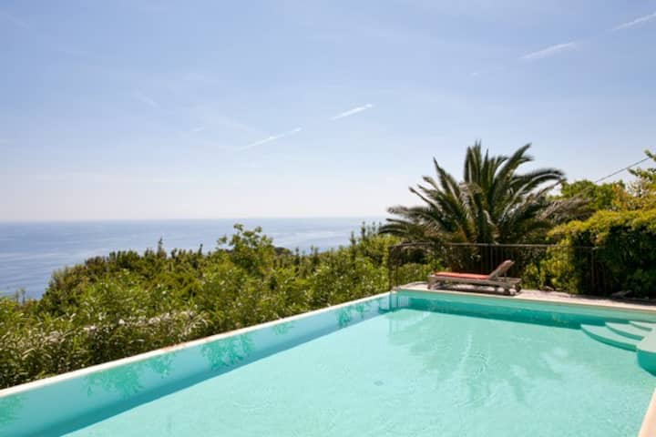 Logement 2 à 4 Pers dans propriété vue mer Bastia