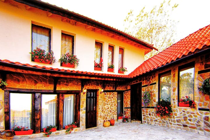 """Къща за гости """"Плевникъ"""" в Еленски балкан"""