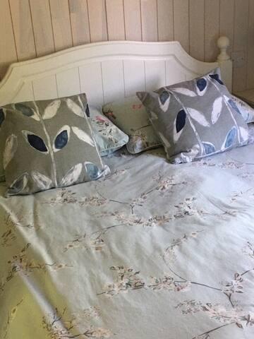Bedroom 2 / double