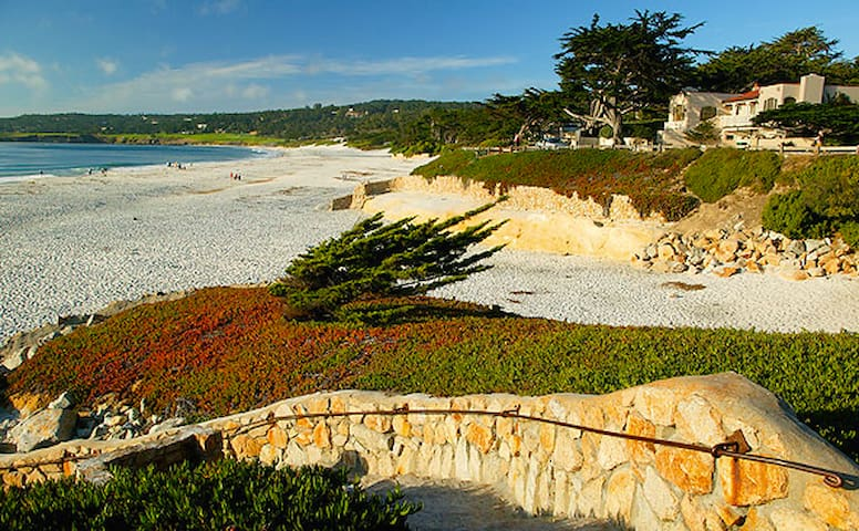 Charming Carmel Cypress Retreat - Carmel-by-the-Sea - Talo