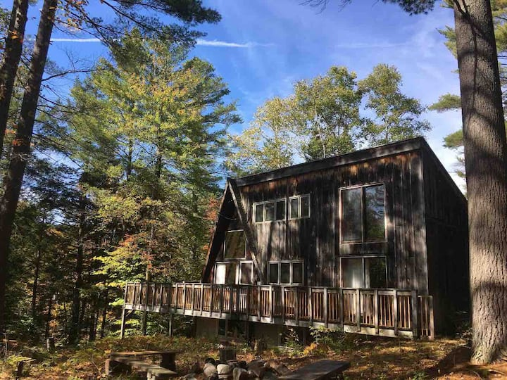 Rustic A-Frame Getaway Cabin (8min from Stratton!)