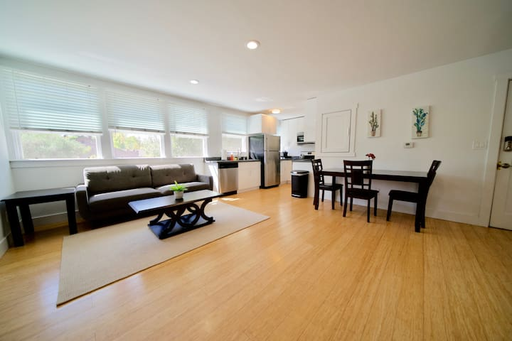 Downtown Menlo Park Modern 1 bedroom Apartment LO4