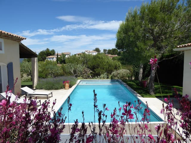3 or 4 bed villa in wonderful setting with pool - Mallemort - Villa