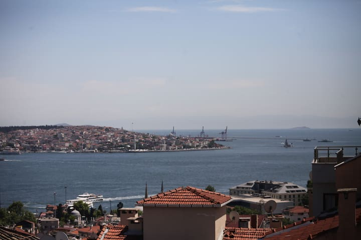 Shiny Room with Bosphorus view