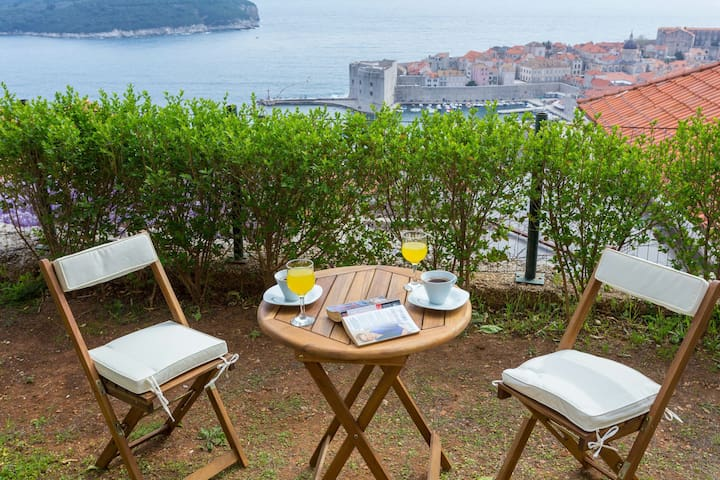 Apt.with terace,sea view,free park
