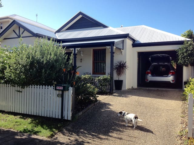 Charming cottage , single room on Kawana Island - Parrearra - Dom
