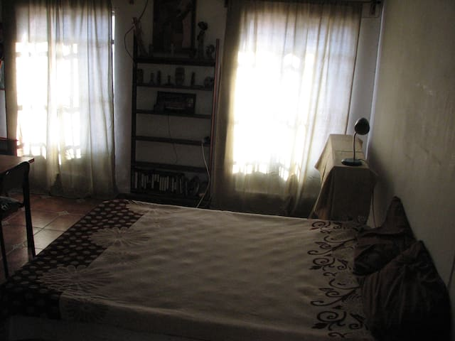 Spacious room, walking distance to the cathedral - Morelia - Hus