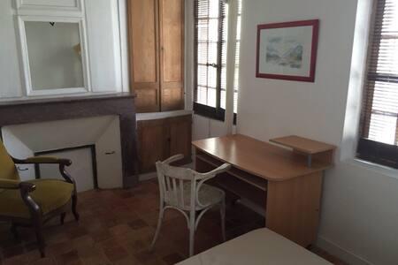 Chambre meublée-Centre-ville - Laval