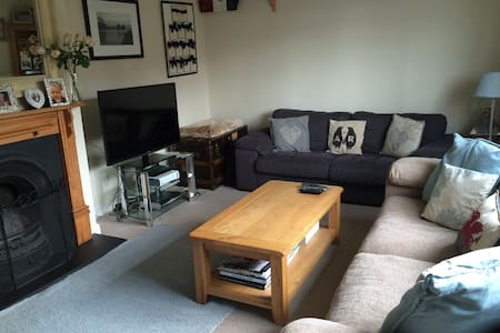 Family home 7 minutes walk to Henley. Sleeps 6 - Henley-on-Thames - Σπίτι
