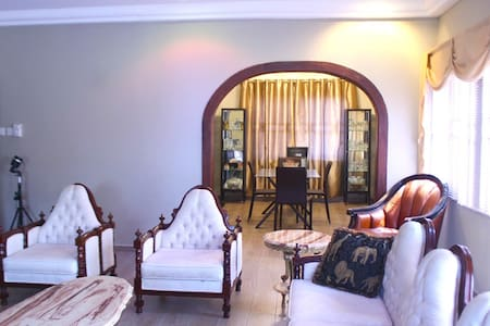 Olive Room at (Rose Leat Elegant Bed & Breakfast) - Accra - Bed & Breakfast