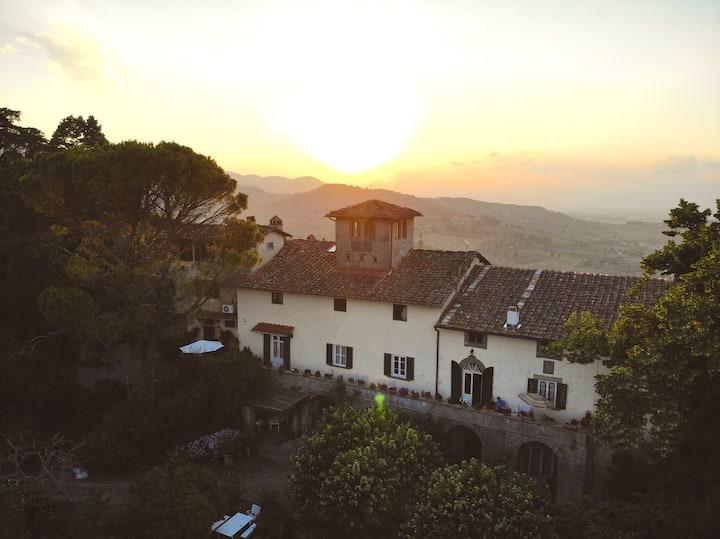 Entire apartment in historical Tuscan Villa