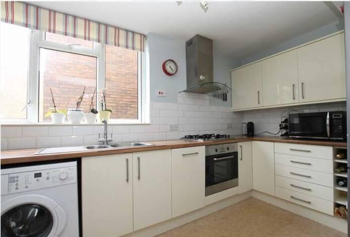 Flat in Twickenham/ Strawberry Hill TW2 heathrow