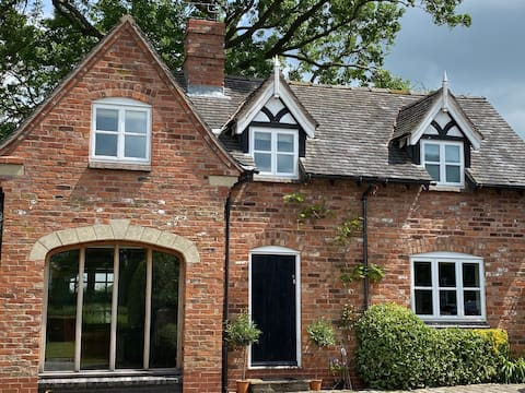 Comfy Country Cottage Cheshire