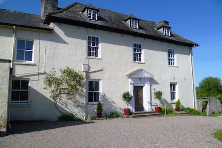 Aberllynfi House Double bedded room with Breakfast - Hay-on-Wye