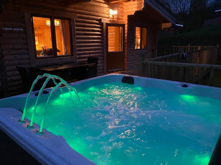 River Garry Lodges with hot tubs  The Farmers Den🥂