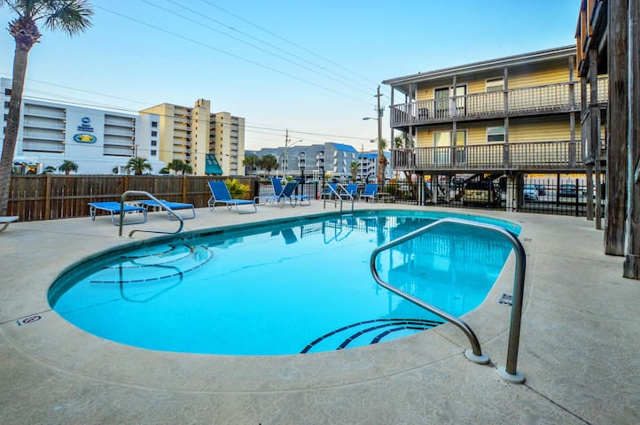 Beach Access across the street~Convenient to Everything~East Beach~
