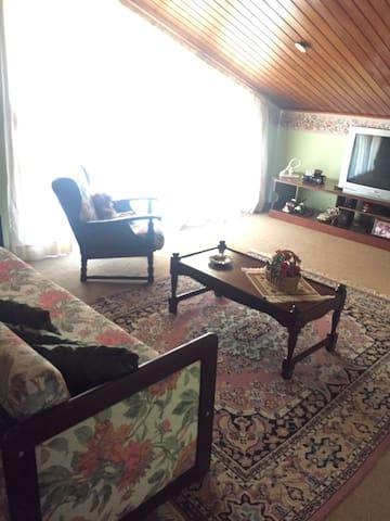 Quarto 2 de TV com sofá cama