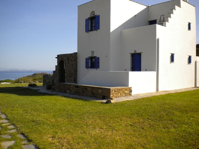 Irini's House, privacy and seaview. - Τήνος - Ev