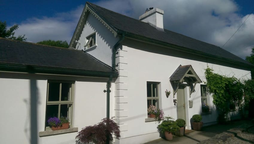 Extended Traditional-style Cottage - Rathdrum - Huis