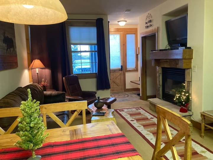 Ski-in/Ski-out, Clean and Cozy, 2-Bed Condo