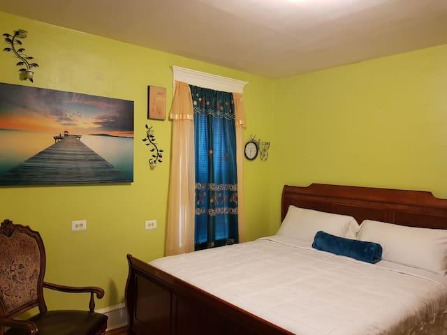 Happy & Comfortable Lime Room in Germantown