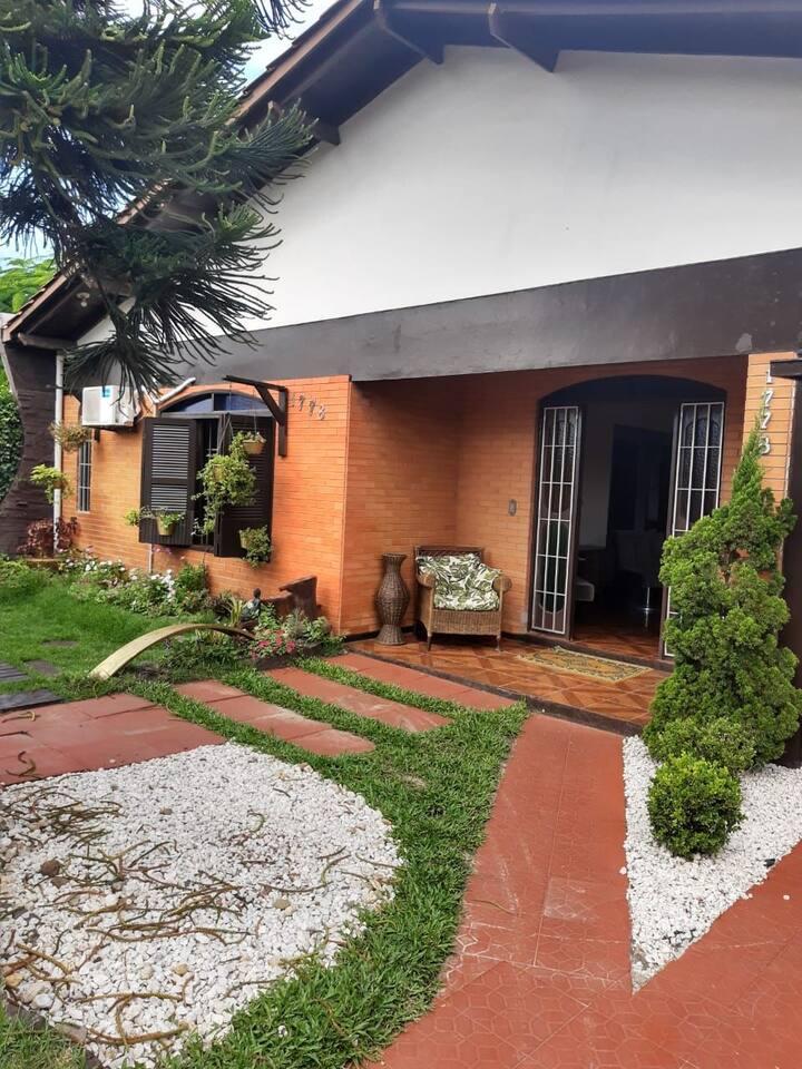 Casa bem localizada em Capão da Canoa/RS.