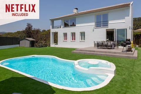 CHILL-OUT HOUSE ★ Impresionante Villa de diseño con piscina y jacuzzI. FREE WIFI. 8PAX