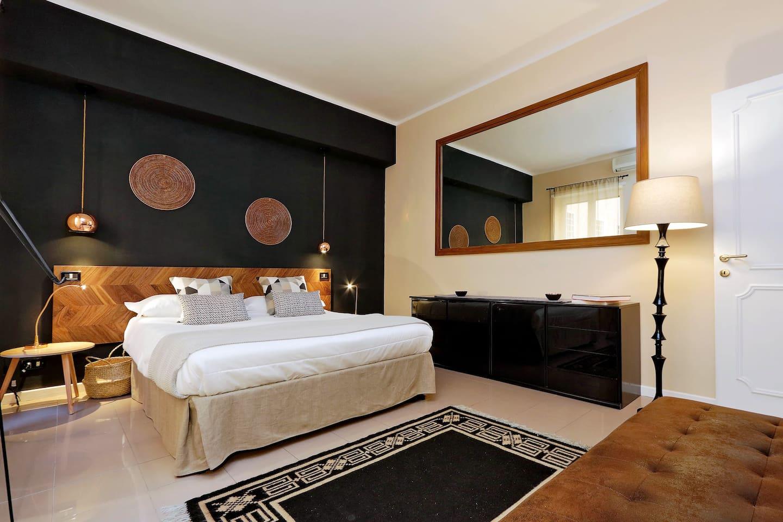 Bright huge bedroom facing a quiet inner courtyard