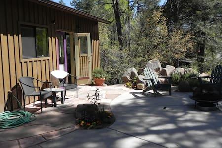 Studio apartment in the pines close to town - Prescott - Apartmen