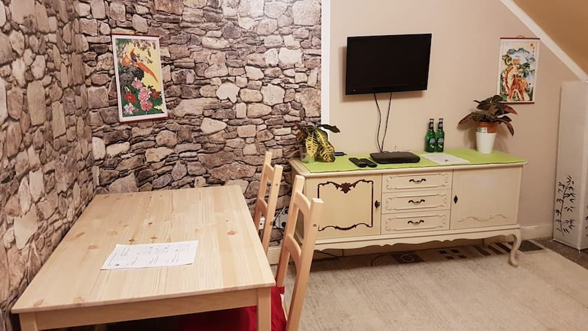 Private room near Cologne/Bonn with TV+WLAN