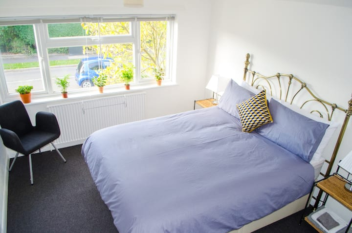 SUPERIOR KING White Room In Fully Renovated House