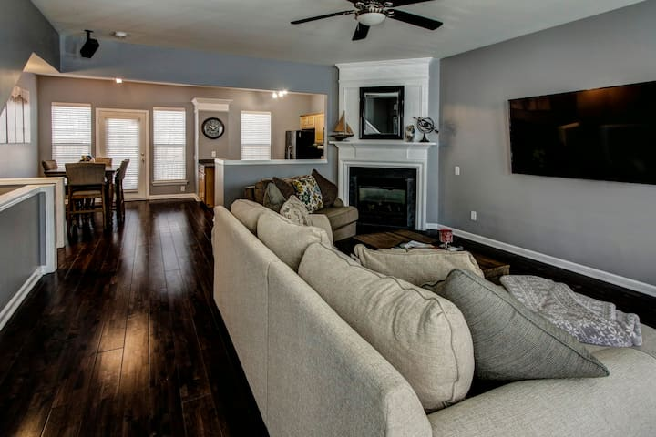 Top-Notch Southpark Townhome