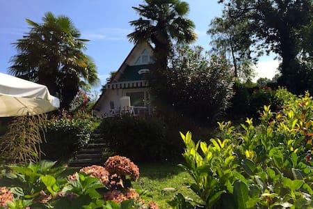 Vakantiehuisje op gezellig park bij Lago Maggiore - Brezzo di Bedero