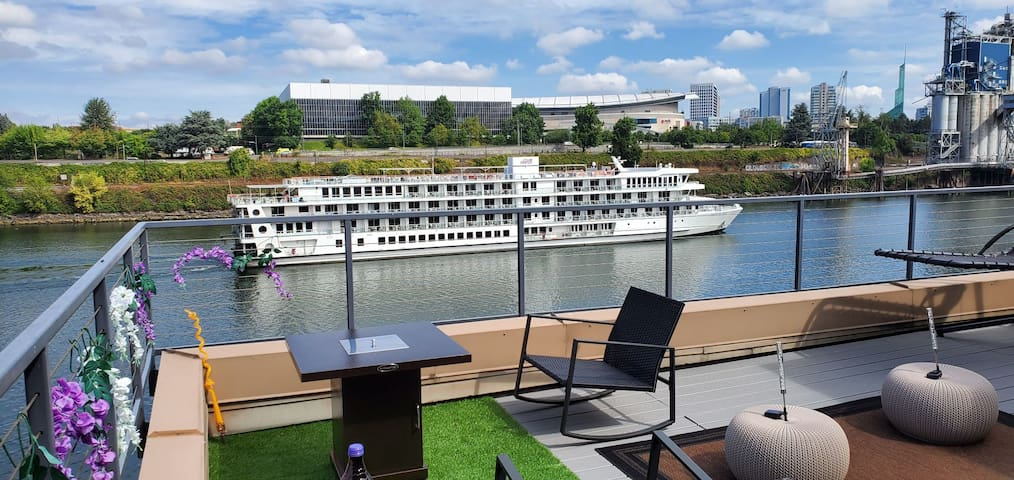 Portland Pearl on The Water, VIP Rooftop Patio!!!!