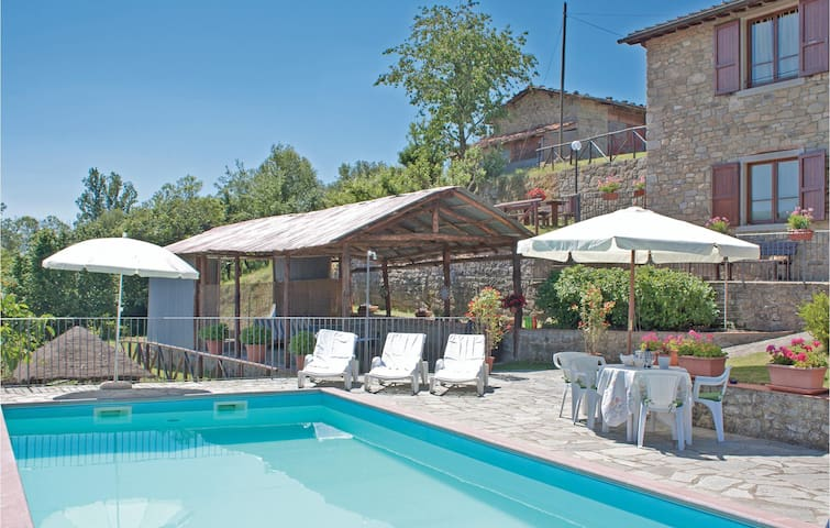 Holiday cottage with 2 bedrooms on 100 m² in Castel S. Niccolò AR