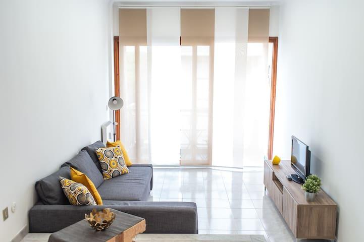 Coconut living room-La zona soggiorno,  in cui fare due chiacchiere e vedere un film o sorseggiare un caffè ☕