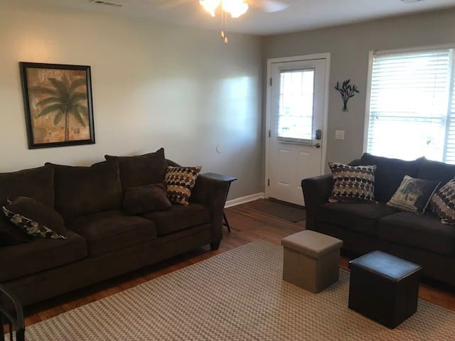Comfortable KING bed, 2 miles from campus!