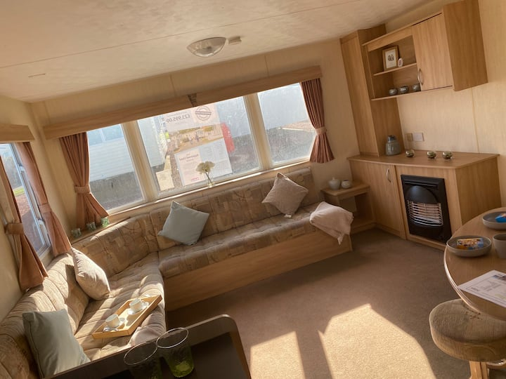 Cosy static caravan  with 3 bedrooms and sofa bed