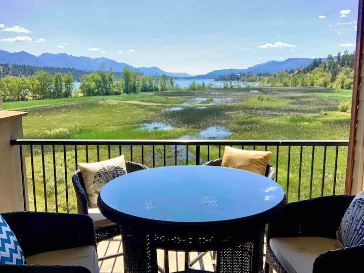 Lake Front Condo Invermere ~ Pool +Hot tubs +Gym ~