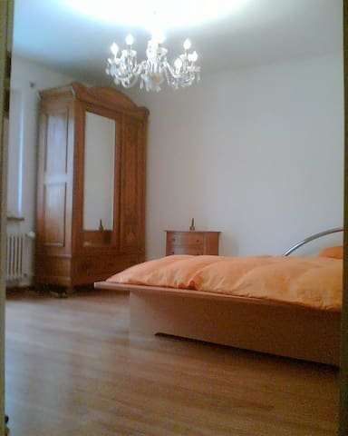 Zimmer mit Wintergarten - Allschwil - House