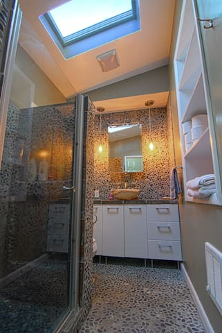 Gorgeous room w private master bath